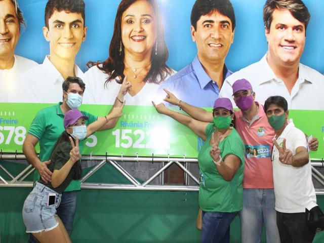 Rivania Freire candidata a vereadora participa  Do Casa em Casa com o Bê