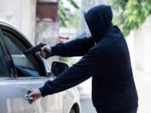 Bandidos sequestram familiares de funcionária